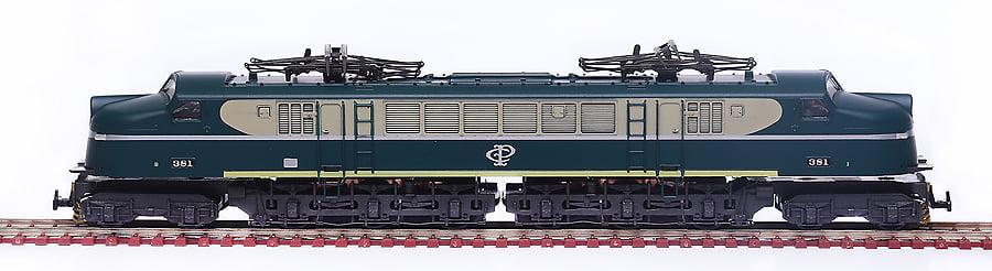 LOCOMOTIVA V8 CPEF - 3050